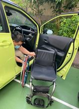 圖b, 輪椅上車2